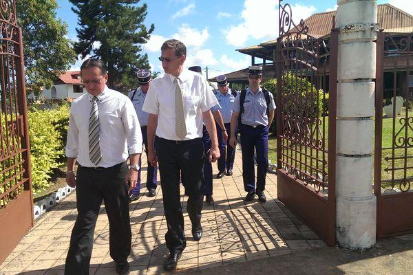 Le préfet Eric Spitz et le maire de Roura