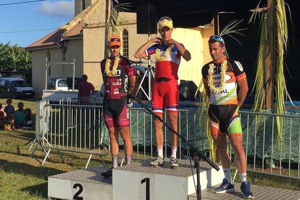 Geoffroy Bouchard remporte l'étape Wé-Nathalo, mais son dauphin, Ippolito, prend le maillot jaune.