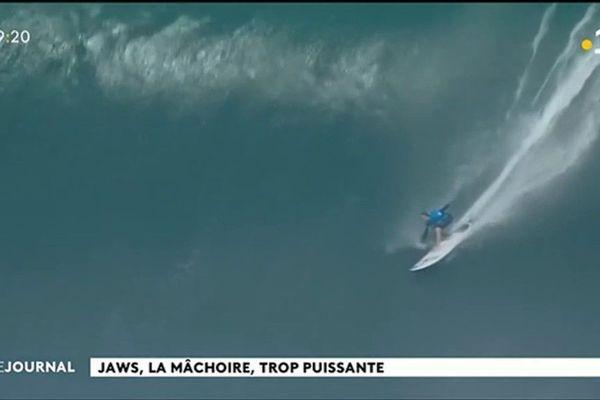 Surf : vagues géantes à Hawaii