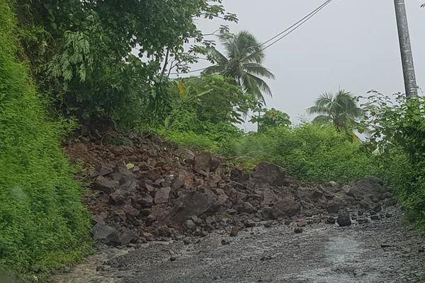 Intempéries : éboulement et écoles fermées à la presqu'île