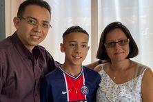Delhan Da Costa Lima entouré de ses parents