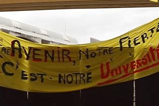 Banderole grévistes université