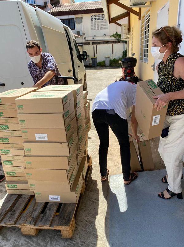 PHARmaGUYANE offre 1000 boites de lait en poudre à la Croix-Rouge