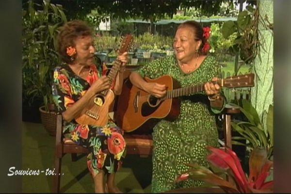 Une carrière musicale en duo avec sa soeur Mila