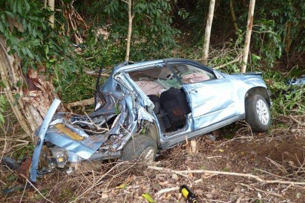 L'épave du premier véhicule accidenté