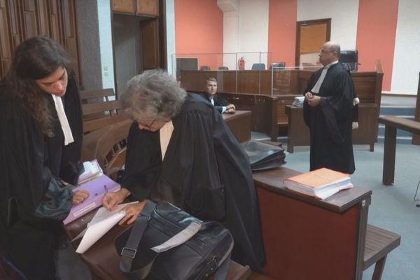 Le groupe Apavou devant le tribunal