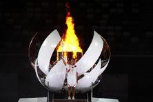 La tenniswoman japonaise/haïtienne, Naomi Osaka, dernière porteuse de la flamme olympique en juillet 2021.