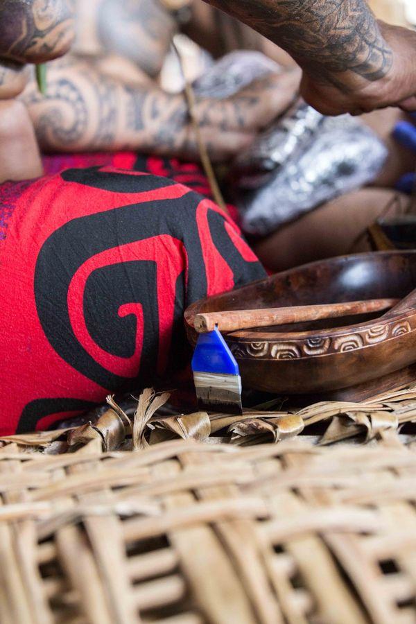 Démonstration de tatouage traditionnel au Festival des arts des îles Marquises 2015 5