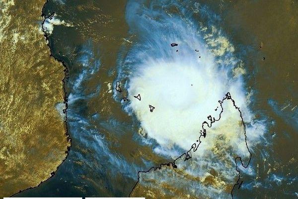 cyclone belna mayotte carte sat 07h 081219