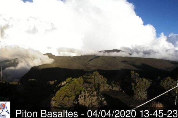 volcan piton de la fournaise 3eme jour eruption caméra Basalte 040420