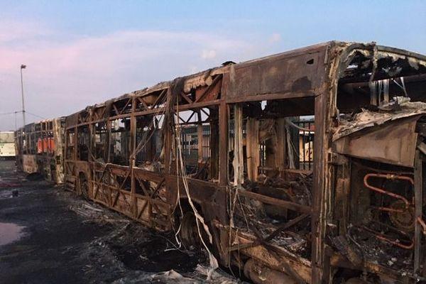 Bus brûlés à Dillon