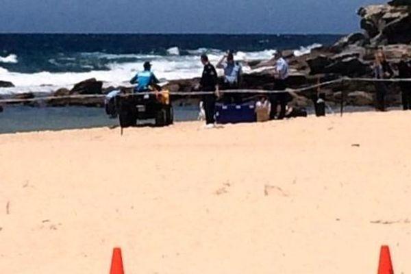 Le bébé a été retrouvé enterré dans le sable sur une plage de Sydney - Australie