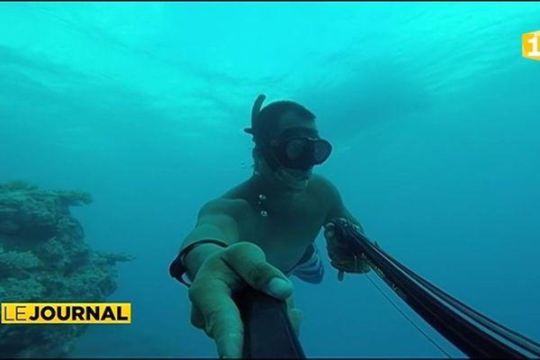 Dans le sillage de Tony, pêcheur sous marin d'Apataki