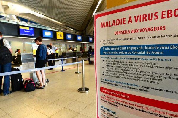 Pancarte Ebola Aéroport