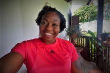 Autoportrait d'Alexie Alaïs durant son passage express chez elle en Guyane.