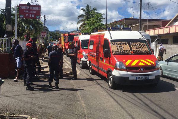Blocage des pompiers de Sainte Rose 1