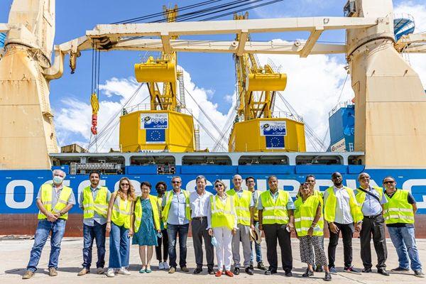 Deux nouvelles grues portuaires au port de Degrad des Cannes