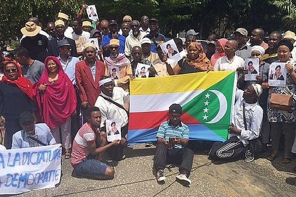 Manifestation sur le parvis des droits de l'homme