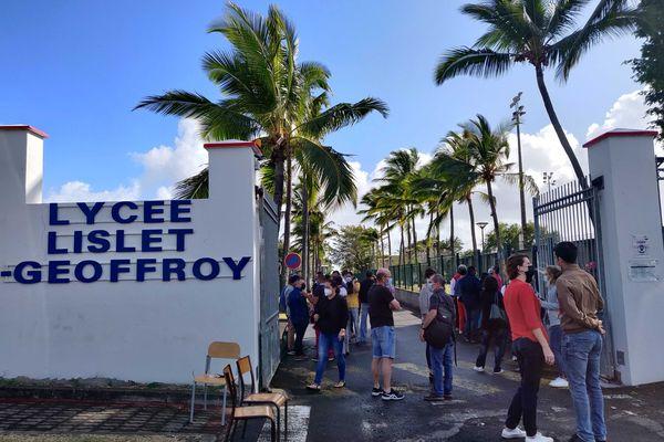 Le débrayage de professeurs pour dénoncer une gestion calamiteuse du lycée Lislet-Geoffroy à Saint-Denis