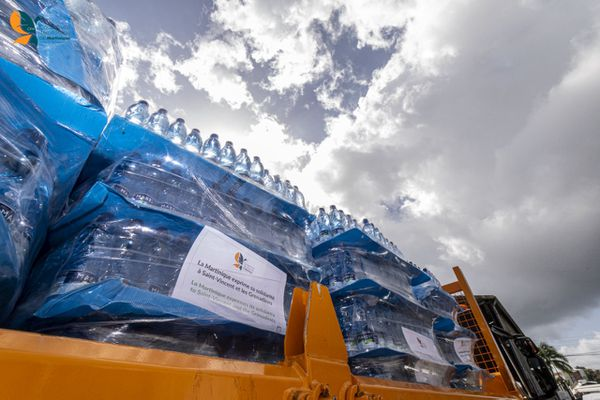 Solidaire de Saint-Vincent, la CTM envoie en première urgence de l'eau pour les habitants