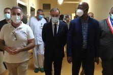 Sébastien Lecornu à la rencontre du personnel de l'hôpital de Cayenne