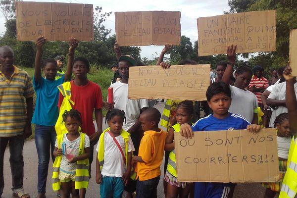 Manifestation des habitants de la cité les Manguiers