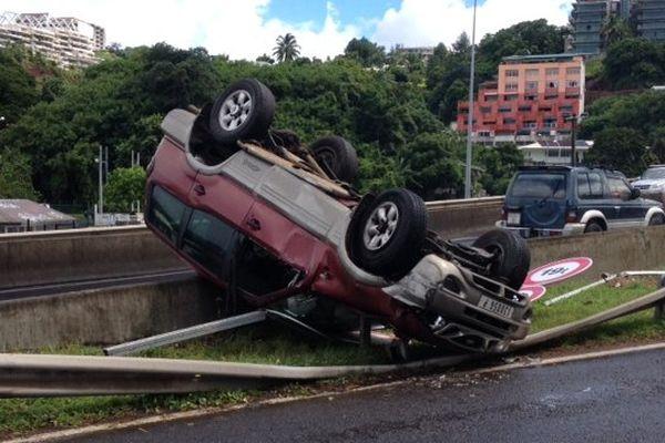 voiture renversée Accident sur la RDO