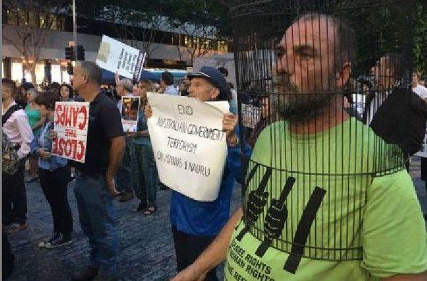 Manifestation à Brisbane, en Australie, contre la détention de demandeurs d'asile et de réfugiés à Manus et à Nauru.