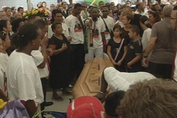 Au lendemain des obsèques de Roland Robert, Huguette Bello sévèrement attaquée par Témoignages
