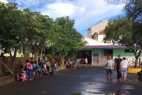20170406 : Saint-Denis : école primaire des Lilas