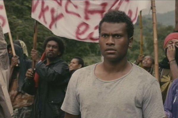 """Le jeune Yaêl Mayat interprète Christian Karembeu dans le téléfilm """"Kanak, l'histoire oubliée"""""""