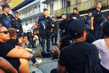 Rassemblement près du commissariat de Cayenne, 27 octobre.
