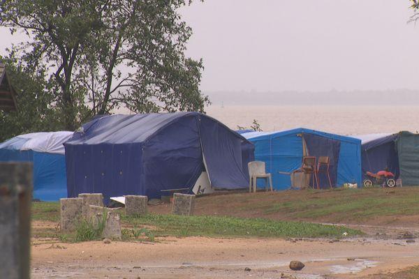 Camp de migrants à la pointe Buzaré