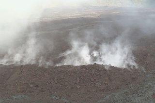 fumée dans faille du volcan