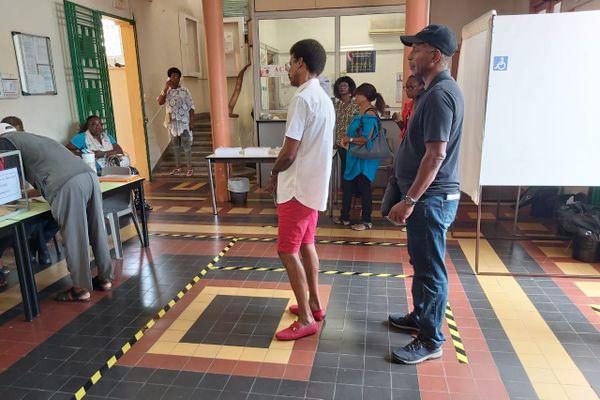 Coronavirus - Marquage au sol - bureau de vote - Abymes