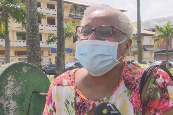 1ère sortie pour Eliane Mathias résidente d'un ehpad après avoir été la 1ère à être vaccinée au mois de janvier