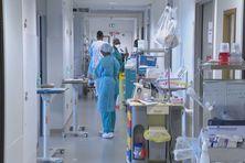 Couloir de l'hôpital Pierre Zobda Quitman à Fort-de-France.
