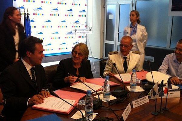 Région Réunion : signature accord 1000 emplois d'avenir