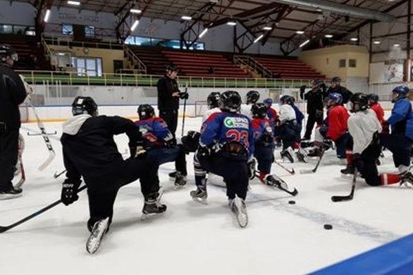 Un ancien pro de la NHL donne des conseils aux joueurs du hockey mineur
