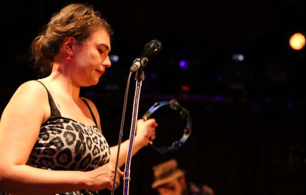 Rosemary Standley, la chanteuse franco-américaine du groupe Moriarty, au Cabaret sauvage, à Paris, le 16 juillet 2014
