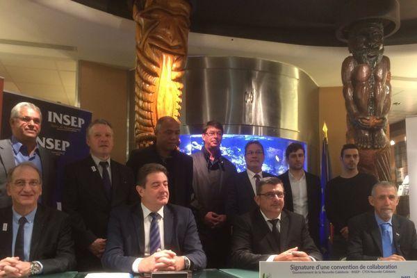 """Les acteurs de la convention """"Haut-Niveau"""" signée à Paris."""