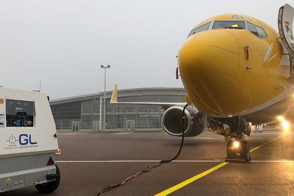 Arrivée du Boeing à l'aéroport Pointe Blanche