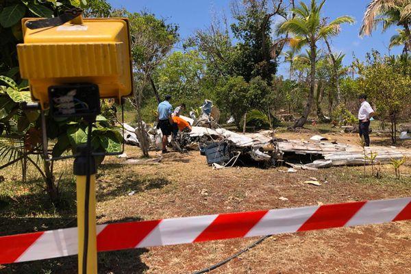 Lifou : les enquêteurs du BEA sur le site du crash à Hnathalo