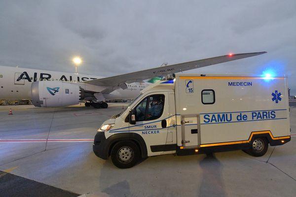 Samu de Paris à Roissy au pied de l'avion d'Air Austral