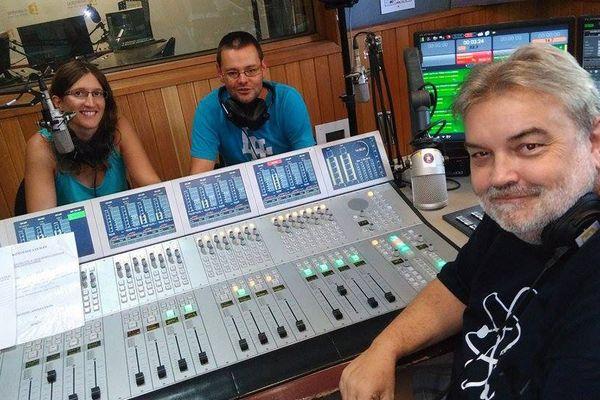 Rencontre insolite aujourd'hui dans les studios de Polynésie 1ère… Céline et Ludovic, des auditeurs en lune de miel.