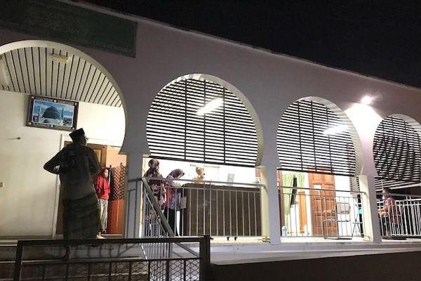 Coronavirus, prière du soir pour ramadan à la mosquée, 25 avril 2020