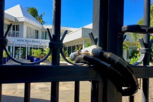 Covid-19 - Confinement - rideaux des restaurants et bars sont fermés au public
