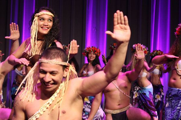 """La troupe étudiante """"Tamarii no Tahiti"""" à Montréal"""