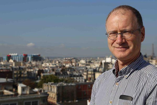 Sylvestre Huet sur la terrasse du journal Libération