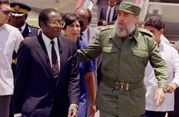 Robert Mugabe et Fidel Castro, 1992.